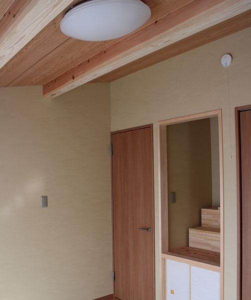 畳は15mmの置き畳。はぐとフローリングの部屋になります。