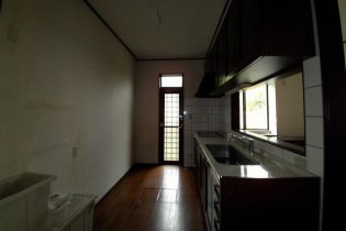 対面キッチンでしたが、少し閉鎖的な雰囲気でした