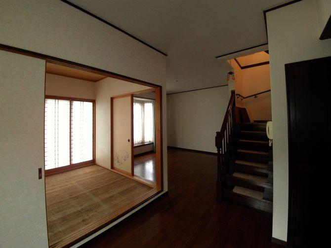 LDKの真ん中にある和室がリビングとダイニングキッチンを分断していました