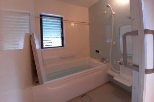 断熱浴槽、暖房換気乾燥機で快適に