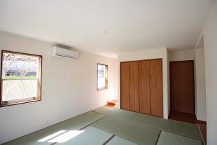 《アフター 和室》元々は、キッチンだったところをなくして、和室の収納スペースに変化