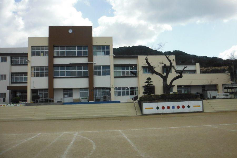 西海小学校 外観